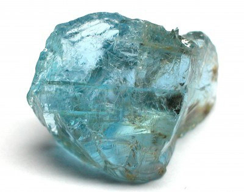 Камень аквамарин - свойства и кому подходит голубой амулет