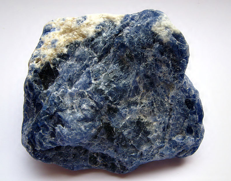 Содалит камень фото